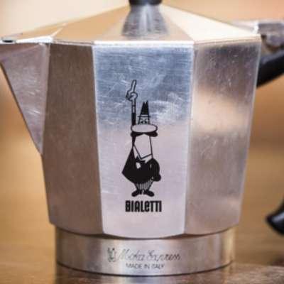 alfonso-bialetti-auf-dem-espressokocher