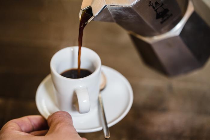 Serviere den Espresso so, wie Du ihn am liebsten magst.