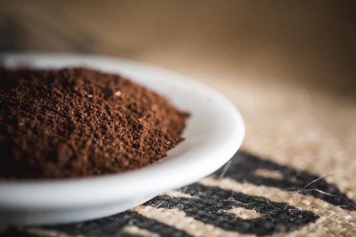 Wähle einen feinen Mahlgrad für die Zubereitung mit dem Espressokocher.