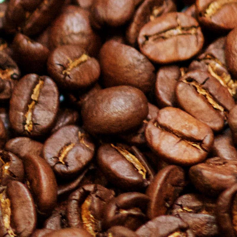 Kafffeebohnen nach dem Entkoffeinieren und Rösten