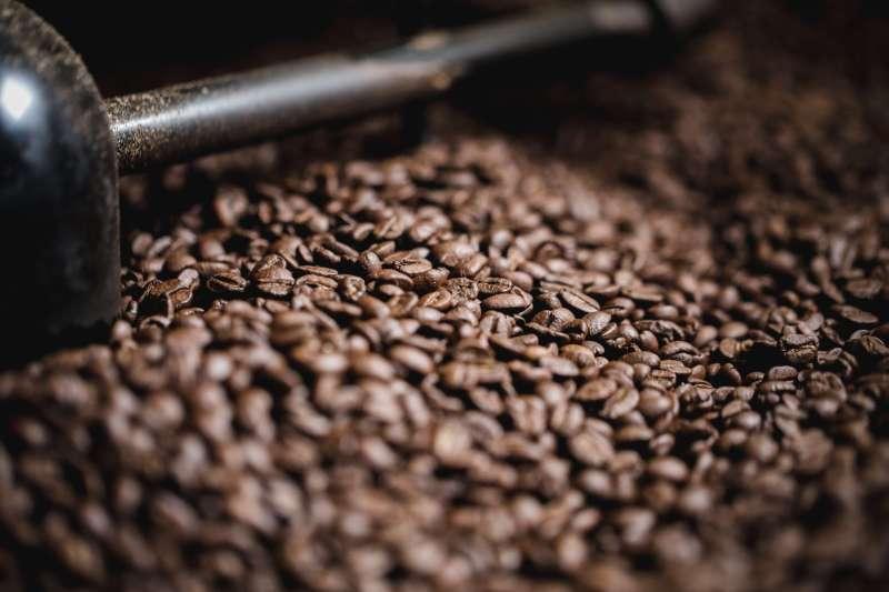 Kaffeebohnen in der Röstmaschine