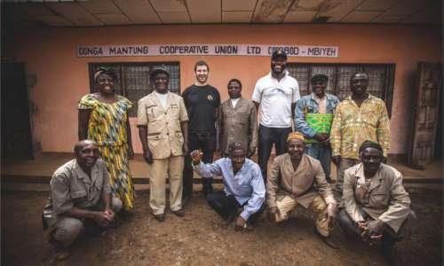 Besitzer und Erntehelfer einer Kaffeeplantage in Kamerun